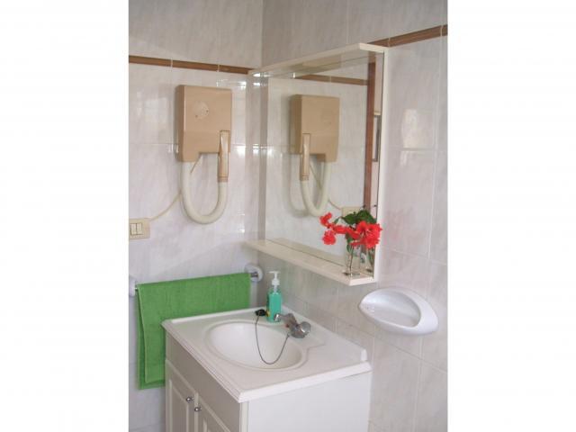 Bathroom - Number 83 Los Arcos, Playa del Ingles, Gran Canaria